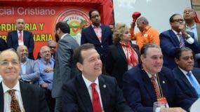 Víctor (Ito) Bisonó durante la asamblea en que fue escogido como candidato presidencial.