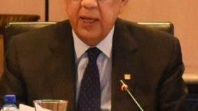 Héctor Valdez Albizu encabezó encuentro con los banqueros.