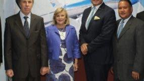 Gustavo de Hostos junto a la delegación argentina.