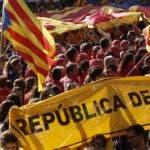 Centenares de miles de catalanes, con sus banderas independentistas, marcharon en Barcelona.