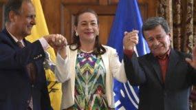 Los negociadores firmaron el pacto en Quito, Ecuador.