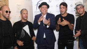 """Joaquín Rosario, Joel Gonell, Fernando Villalona, Juan Andújar y Ambiórix Francisco durante el lanzamiento del tema """"El gustico""""."""