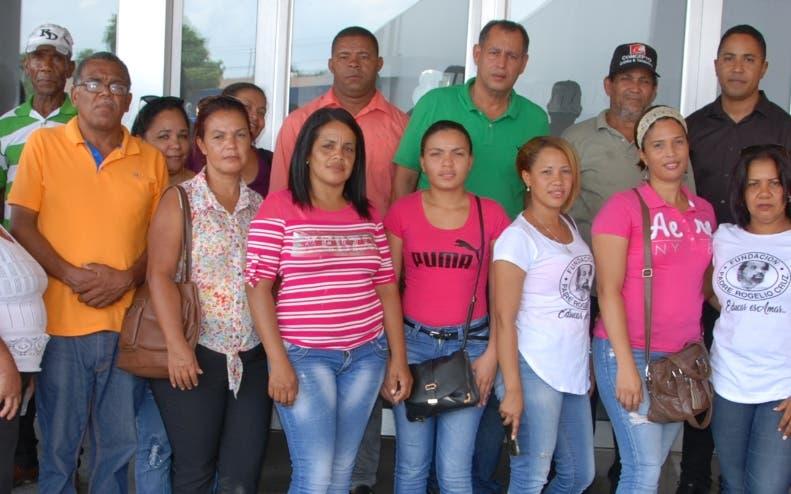 Parte de la directiva y colaboradores de Fundación Rogelio Cruz.