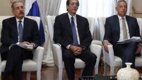 El presidente Danilo Medina escuchó a involucrados en el tema.