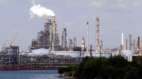 El huracán Harvey afectó seriamente la producción y refinamiento del crudo en Houston.