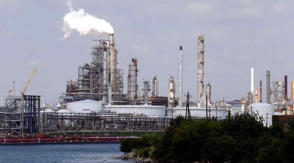La Refinería pone tope al suministro de combustibles