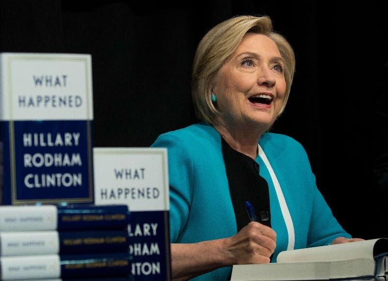 Hillary Clinton acusa en su libro a Rusia y al FBI de la derrota.