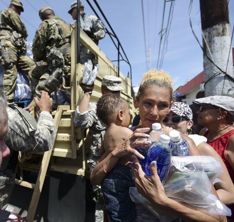 Los daminificados de Puerto Rico reciben las primeras ayudas.