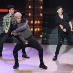 El cantante Yandel se sintió en el escenario junto a su equipo de bailarines. CNCO es un grupo formado en Miami, Florida, el 13 de diciembre de 2015,  que goza de una gran popularidad.