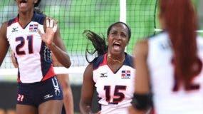 Las dominicanas celebran después de derrotar a  la selección de Argentina ayer en el Mundial de Voleibol Sub-23.