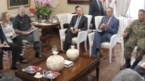 En la reunión con el presidente Medina participaron representantes de diversas instituciones del Estado,  comunitarios de Montecristi y el senador de la provincia.