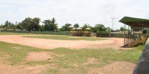 Vista del estadio municipal de Bayaguana, donde Luguelín y sus hermanos se iniciaron a practicar atletismo.