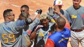 Jugadores de Venezuela celebran luego de vencer a la selección de Estados Unidos en el partido de ayer.