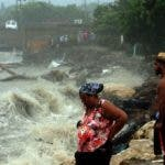 Residentes de la provincia Puerto Plata desafiaron la advertencia de los organismos de socorro y se ubicaron en zonas de peligro.