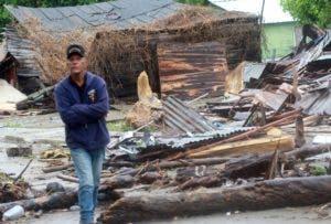 Los efectos del fenómeno derribaron casas en Nagua.