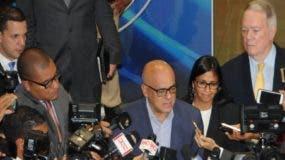 Jorge Rodríguez, alcalde de Caracas, ofrece declaraciones sobre las conversaciones con la oposición en Santo Domingo.