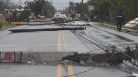 El desplome de postes del tendido eléctrico sacó de operación a más de 100 circuitos energéticos, lo que afectó a miles de usuarios, principalmente en la zona este.