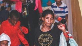 Algunos de los refugiados por las autoridades en la provincia Samaná por los efectos del huracán.