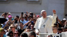 Los habitantes de la barriada de San Francisco, donde el pontífice argentino iniciará la última jornada de su viaje, ultimaron en la noche del sábado los últimos retoques de su histórica llegada.