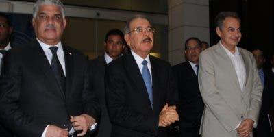 El presidente Danilo Medina ofreció los detalles de la reunión junto a José Luis Rodríguez Zapatero y Miguel Vargas Maldonado.