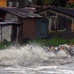 Los inquilinos de estas viviendas tuvieron que ser desalojados por el peligro que representaba permanecer en su interior, debido a las fuerzas de los vientos  del huracán Irma por esta zona.