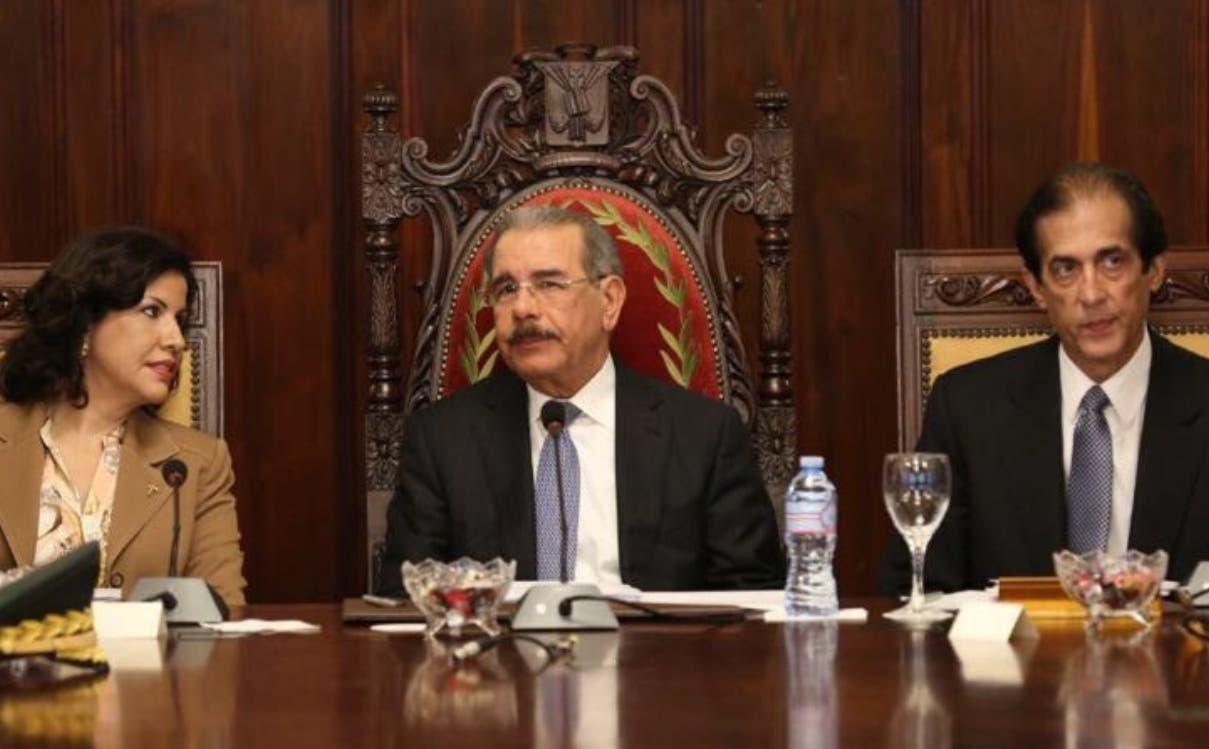 El presidente Danilo Medina, la vicepresidenta Margarita Cedeño y el ministro Gustavo Montalvo.