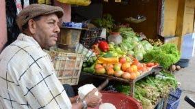 """Juan """"lechuga"""", de Los Tres Brazos, dice que no  para de trabajar."""