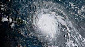 Imagen de satélite del huracán Irma cuando pasaba sobre las Antillas Menores.