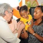 ministra-aplica-dosis-de-vacuna