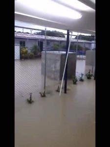 Área de oficina de Punta Catalina inundada.