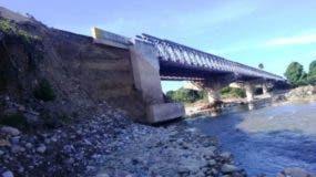 puente-a-punto-de-colapsar-por-socavamiento-de-aproches-1