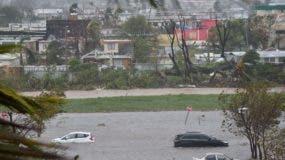 Un parqueo inundado próximo al coliseo Roberto Clemente en San Juan, Puerto Rico.