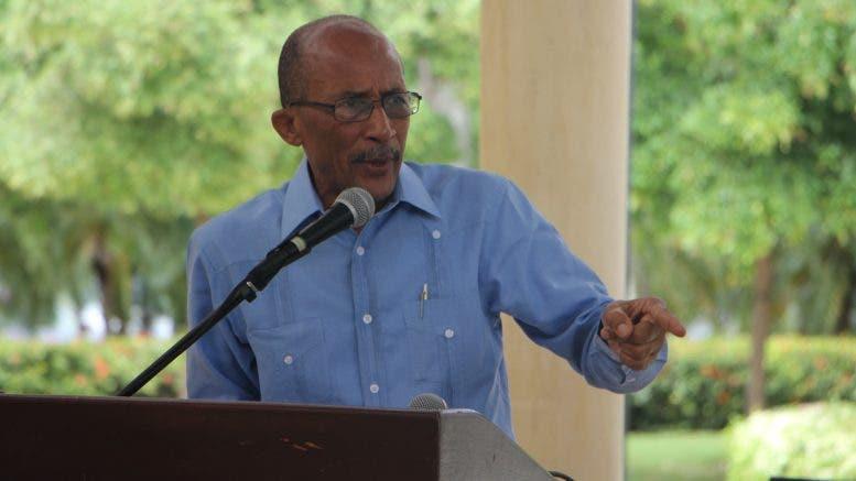 """El profesor Rafael Nino Féliz, vicerrector de Extension de la UASD, ha denunciado que esa academia está penetrada por grupos económicos corporativos que """"corrompen sin control"""" a funcionarios, profesores, empleados y estudiantes."""