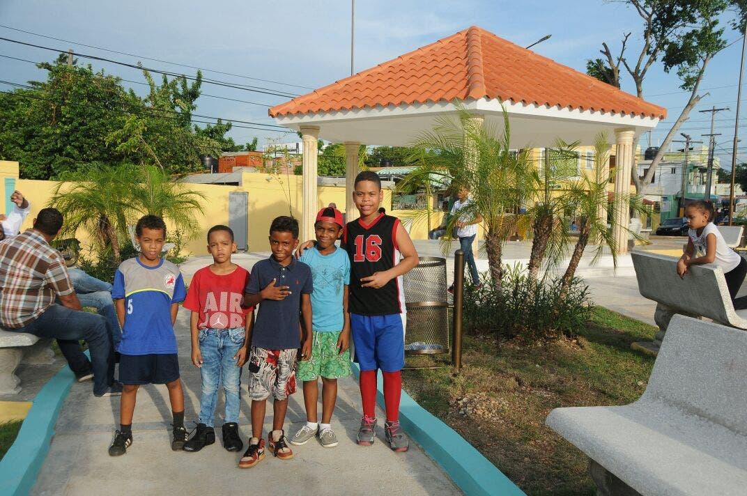 ASDE entrega centro de Integración Familiar y Cancha en Camboya, Los Trinitarios