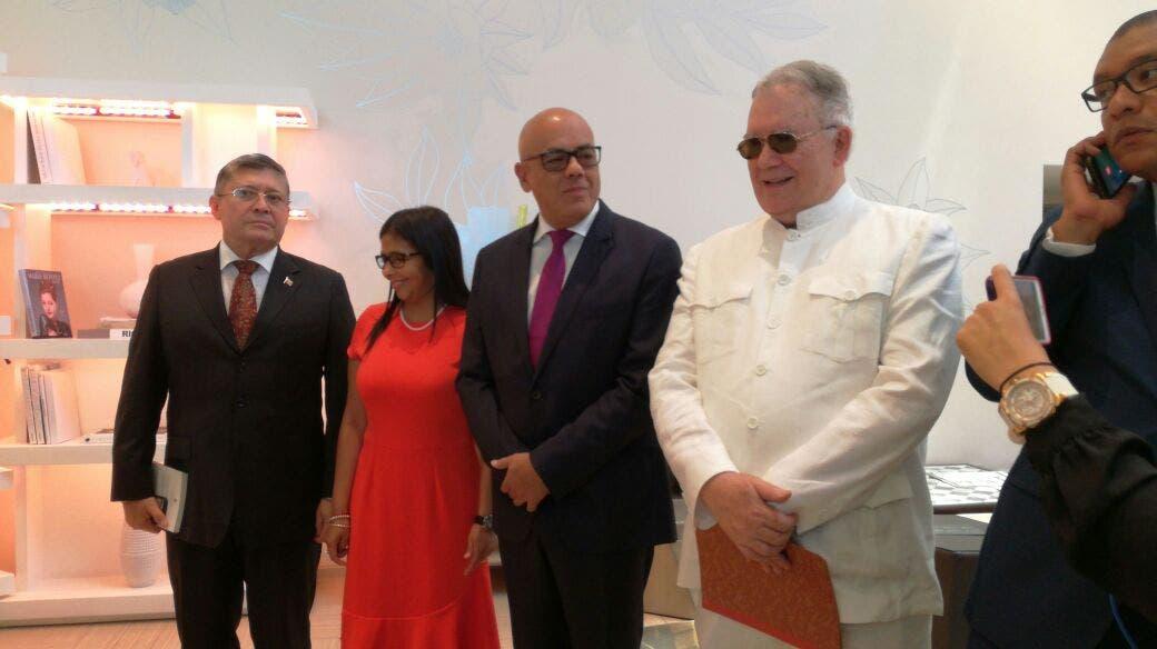 Delegación del gobierno de Venezuela que participa en el diálogo con la oposición en el hotel Jaragua en Santo Domingo.