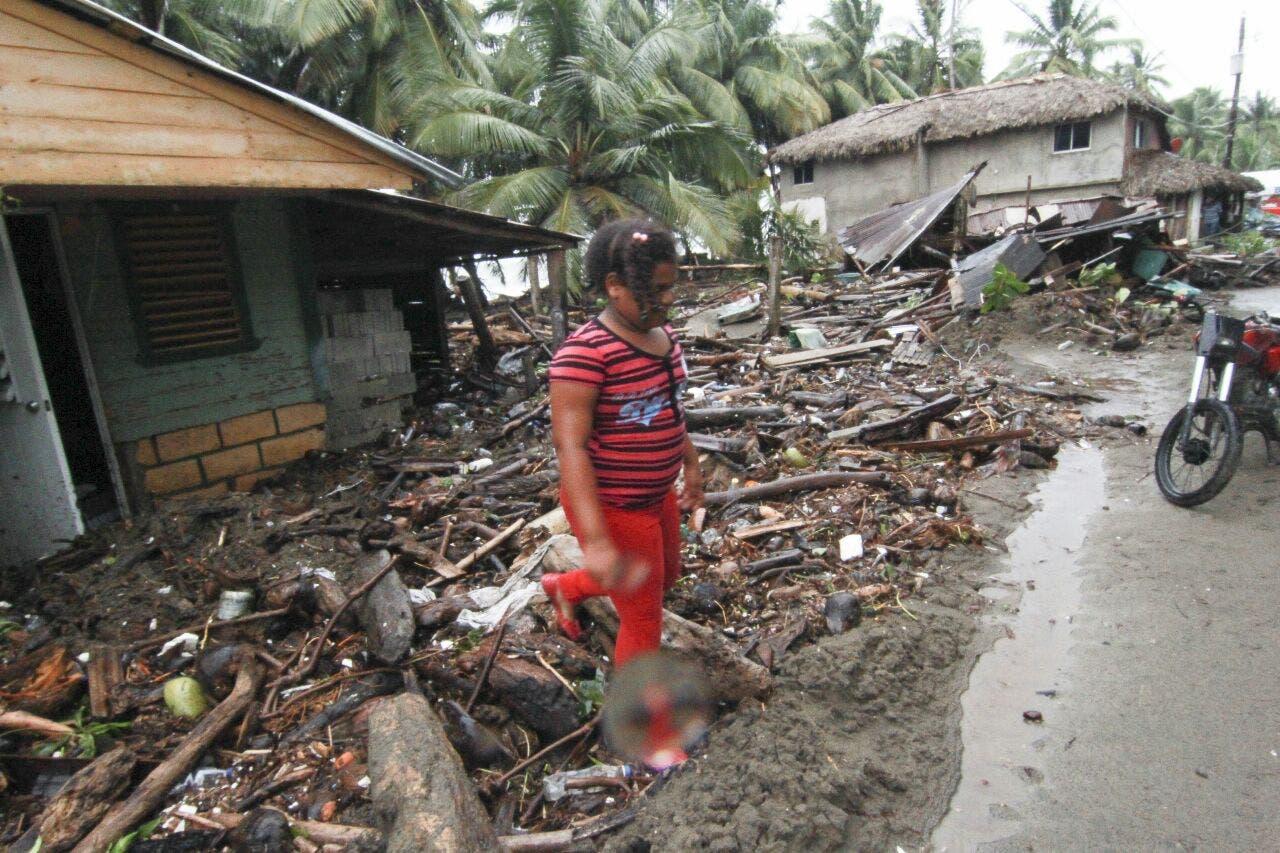 Las ráfagas de viento asociadas al huracán Irma causaron daños a decenas de viviendas en Nagua. Foto: Elieser Tapia/El Día.