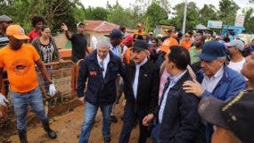 Presidente Danilo  Medina durante su recorrido en Miches.