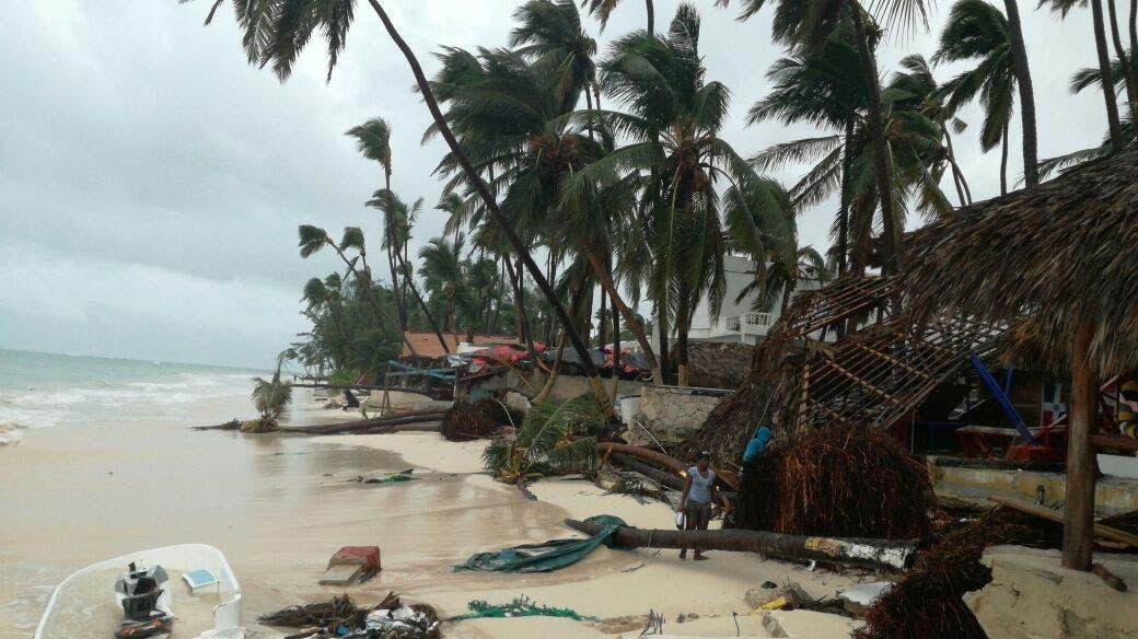 vista de la playa de El Cortecito, en Punta Cana, tras el paso del huracán María. Foto: Hillman Pimentel.