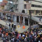 Las tareas de rescate se extendieron a lo largo de la noche en esta escuela del sur de la capital, uno de los cerca de 40 edificios que se derrumbaron en la capital a causa del terremoto de magnitud 7,1 en la escala de Richter.
