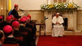 El papa Francisco se reunió  con los cardenales y arzobispos de Colombia en el Palacio del Cardenal en la Plaza Bolívar de Bogotá, Colombia.