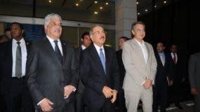 El canciller Miguel Vargas; el presidente Danilo Medina y el expresidente del gobierno  español José Luis Rodríguez Zapatero.