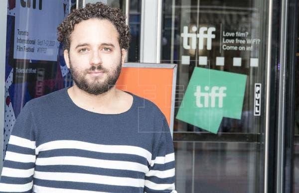El realizador dominicano Nelson Carlo de los Santos posa para Efe durante su participación en el Festival Internacional de Cine de Toronto (TIFF) en Canadá el pasado 15 de septiembre. EFE