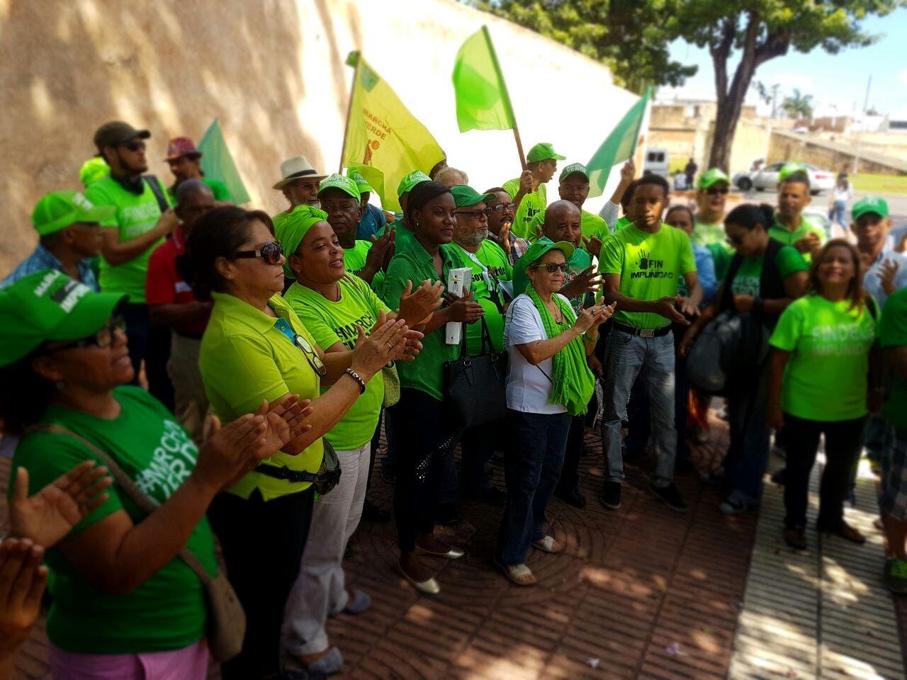 Jordania Lora y Angel Garcia hablaron a nombre de  colectivo durante la rueda de prensa.