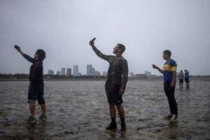 """Huracanes fuertes como Irma pueden tener un efecto conocido como """"mar de leva"""". BBC"""