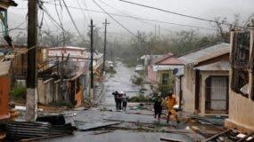 El servicio eléctrico quedó nulo por el paso de los fuertes vientos del huracán María. Foto de archivo.