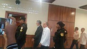 Ángel Rondón y Víctor Díaz Rúa llegaron acompañados de sus abogados.