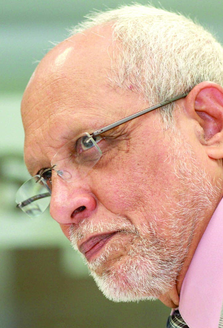 Castellanos  desempeñó en su país varios cargos, desde médico rural hasta ser funcionario salud.