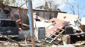 Muchas familias perdieron sus casas y todas sus pertenencias, mientras los escombros no han podido ser removidos en gran parte del territorio puertorriqueño.