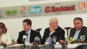 Susana Gautreaux, José Alfredo Corripio, Antonio Isa Conde y Juan Bolívar Díaz durante el Almuerzo Semanal del Grupo Corripio.