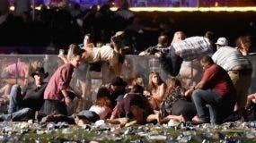 En medio del tiroteo, algunos ciudadanos trataban de escapar de la línea de fuego intenso, y que acabó con la vida de 59 personas.